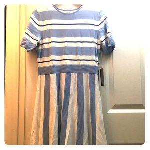 Lovely Eva Mendes blue stripe dress!